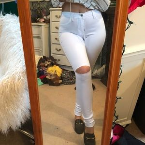 White ripped knee Fashion Nova jeggings